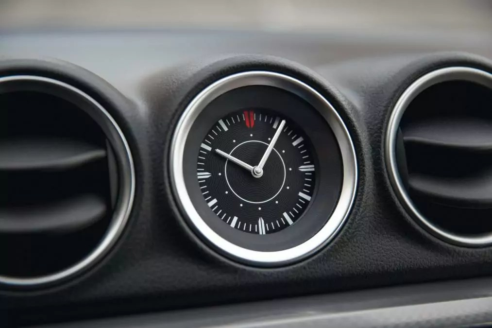 How to change the clock in the Suzuki Vitara